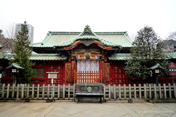 The first shrine I fell in love with. The beginning of my love affair with Japanese history. Ueno Toshogu. It's in terrible shape today, but I reckon that's what it looked like for most of the late Edo Period.