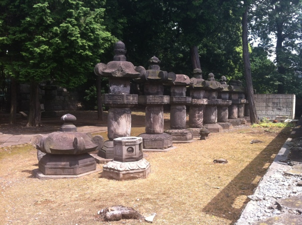 gen'yuin_stone_lamps