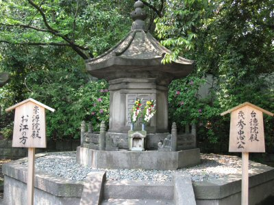Hidetada and Go-hime's funerary urns were made of wood, so they were lost in the firebombing. They were enshrined together. Today their remains rest in the Tokugawa Cemetery at Zojo-ji.