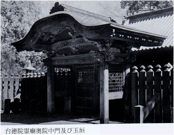 The Nakamon, middle gate, entrance to the 2-story pagoda.