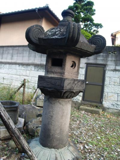 A stone lamp dedicated to Iemitsu that was found at Ietsuna's grave. You can clearly see the name 大雄院 (Taiyuin) inscribed.