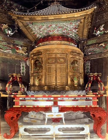 The wooden urn that held Tokugawa Hidetada's remains stood inside the 2-story pagoda.