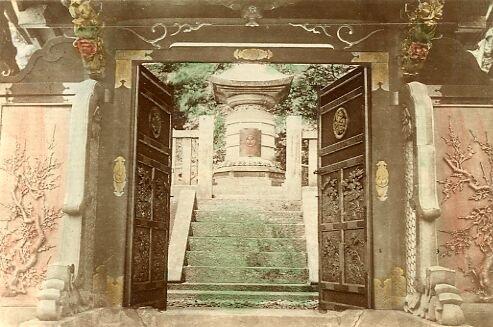 A bronze okunoin nakamon leading to tomb
