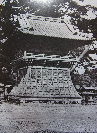 After passing through the imperial scroll gate, there was a bell tower on the right hand side.