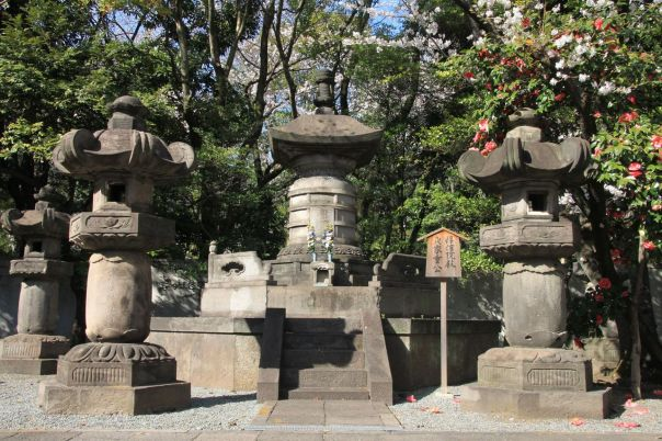 Ieshige's hoto in the Tokugawa Shogun Cemetery at Zojo-ji.