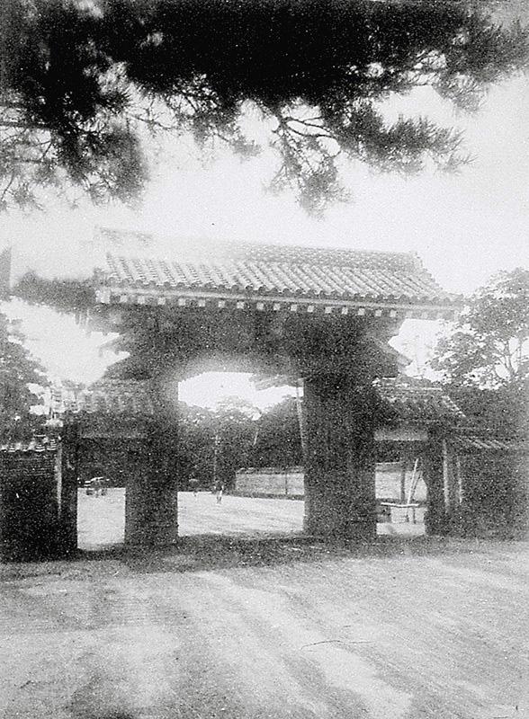 The shogun's private entrance....
