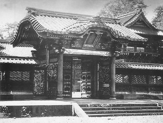 Front view of the Imperial Scroll Gate.