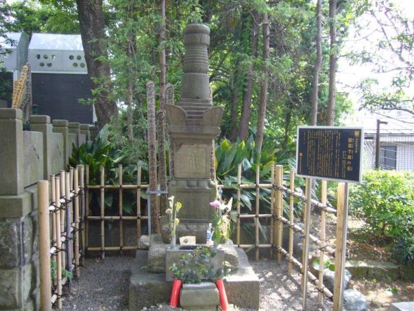 Grave of Hattori Hanzo - ninja extraordinaire.