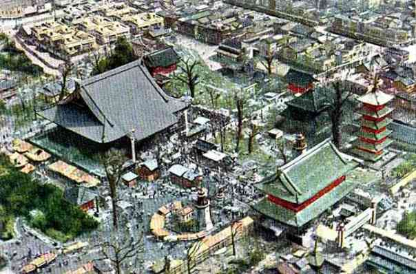 Aerial shot of Senso-ji before WWII. Note the 5-story pagoda is to the right of the main hall. Today it stands on the left side.