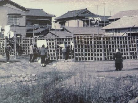 Drying sheets of nori in the sun in Omori.