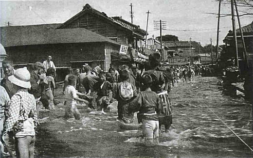 In 1910, a typhoon caused most of Tokyo's rivers to flood including the Sumida and Kanda Rivers. Pretty much all of the shitamachi areas were  flooded for 3-10 days (depending on sea level elevation).  I'm told this picture is Asakusa. This kind of flooding rarely occurs in Tokyo since the 1960's,