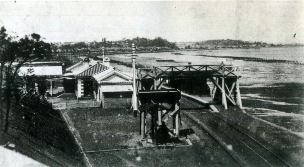 Shinagawa Station in the late 19th century, with the Tokyo Bay shore visible immediately next to the station