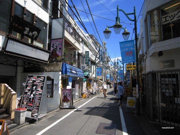 Taishido Shotengai (shopping arcade) is closed off to automobile traffic on the weekends.