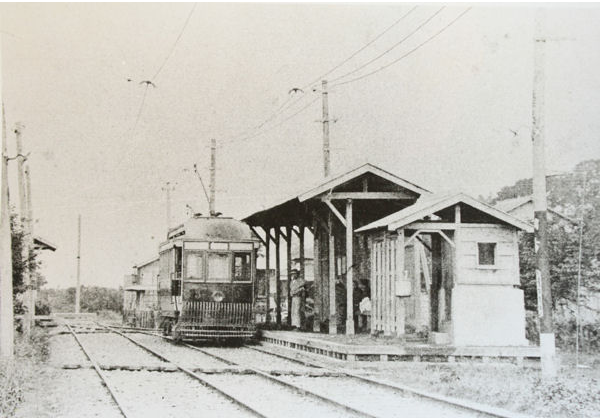 "A rare photo of Chōfu Station in 1914. Modern Chōfu Station exists on to the shopping street/sandō leading to Fudatenjin Shrine (mentioned in the previous article). The spelling of Fuda for the shrine is 布多 - ""cloth abounds."""