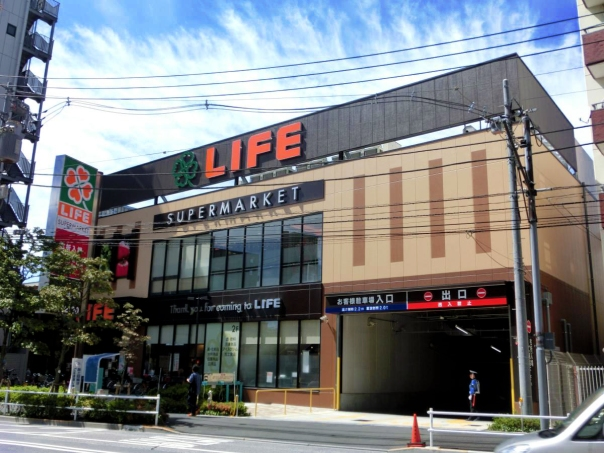 Wakamatsu Kawada's claim to fame is apparently this big supermarket. Neat.