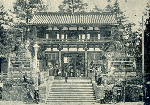 Kyōto's Yasaka Shrine in the early Meiji Period.