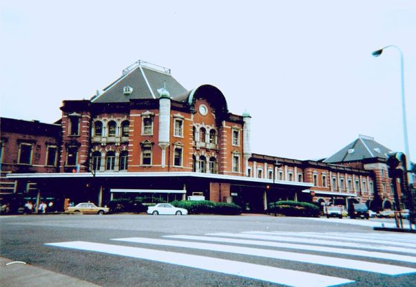 View of Tokyo Station in 2000, before renovation work